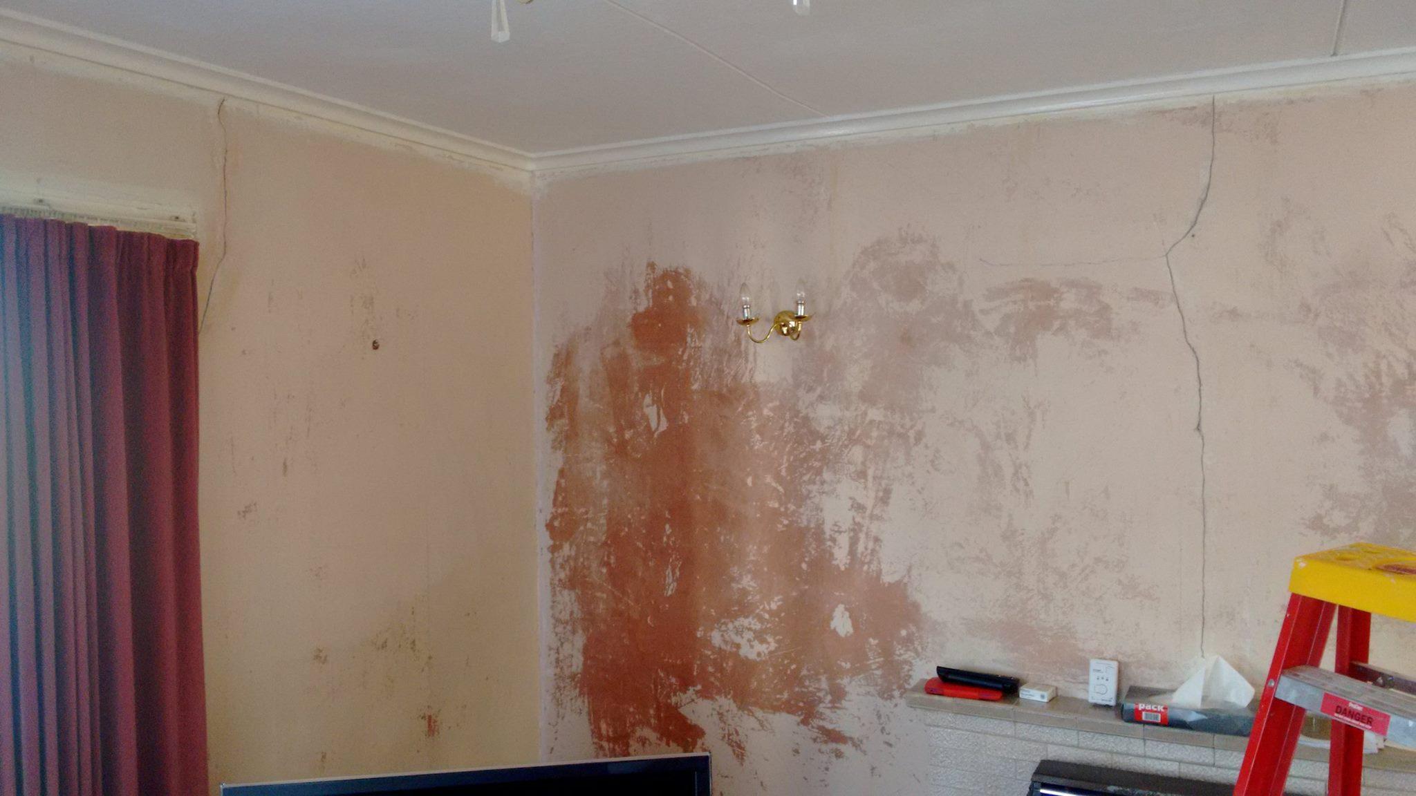 Plaster cracks and holes to repair