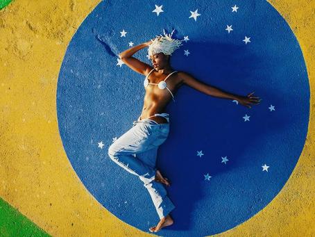 IZA ressignifica bandeira nacional e renova identidade artística com 'GUETO'