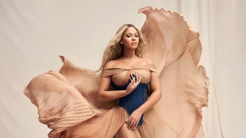 Beyoncé fala sobre música nova, vida pessoal, carreira e maconha para a Harper's Bazaar