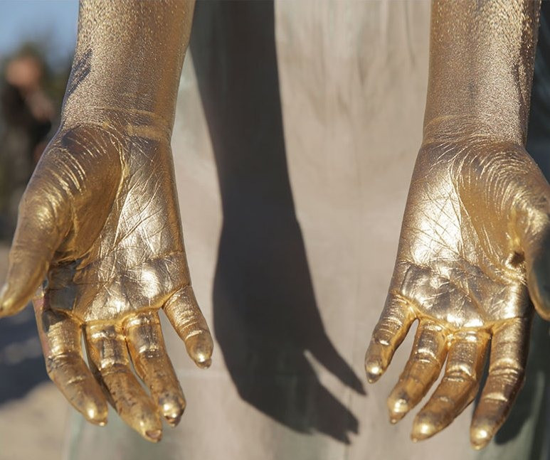 beyonce hands gold