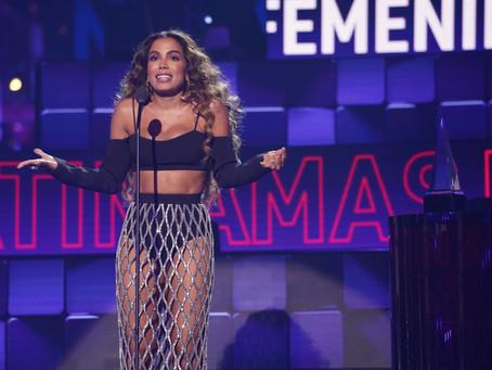 Anitta vence prêmio no Latin AMAS 2021 e se torna a artista mais comentada da noite