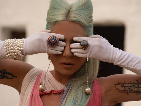 """Lady Gaga movimenta internet com lançamento do clipe de """"911"""""""