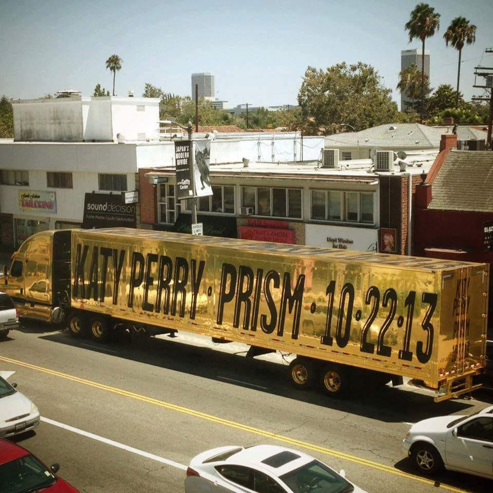caminhão dourado katy perry prism