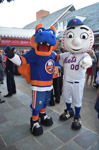 Met and Yankee Mascots