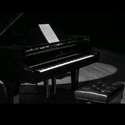 É o que costumo dizer... Um piano, muito