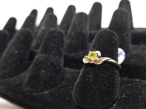 Round Peridot Decorative Ring