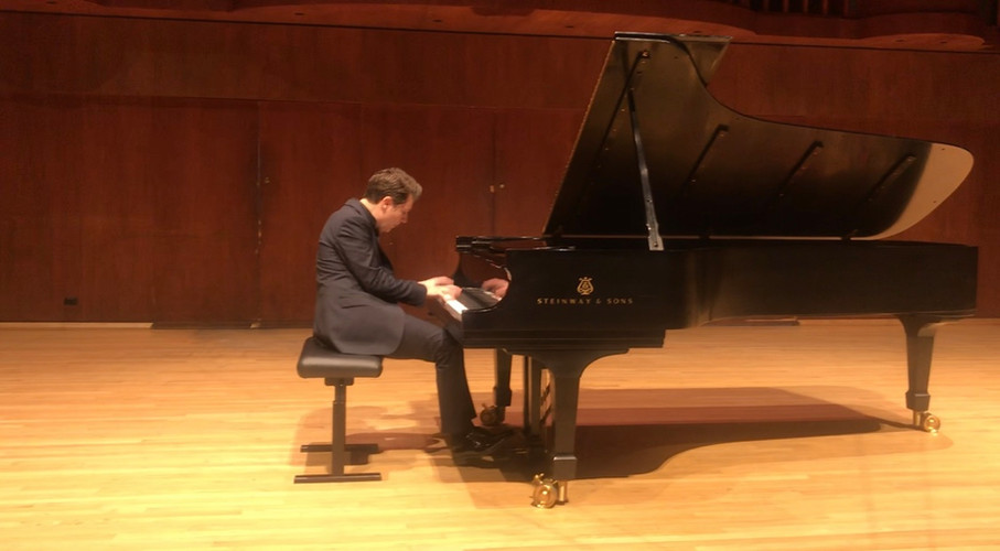 Inspiring Concerto Pianist