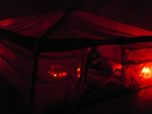 Sous la Tente Rouge