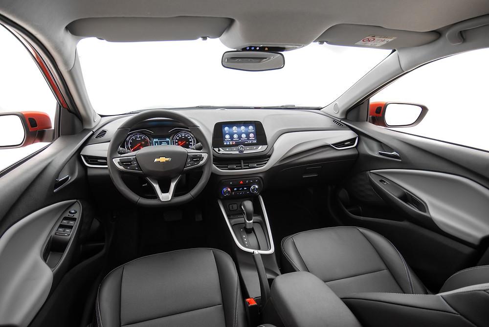 O interior do Chevrolet Onix 2020 Premier se destaca pela qualidade dos acabamentos e detalhes