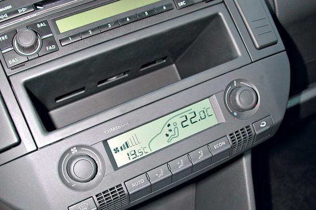 Se o ar-condicionado do seu carro for digital procure utilizar a temperatura entre 22ºC e 24ºC