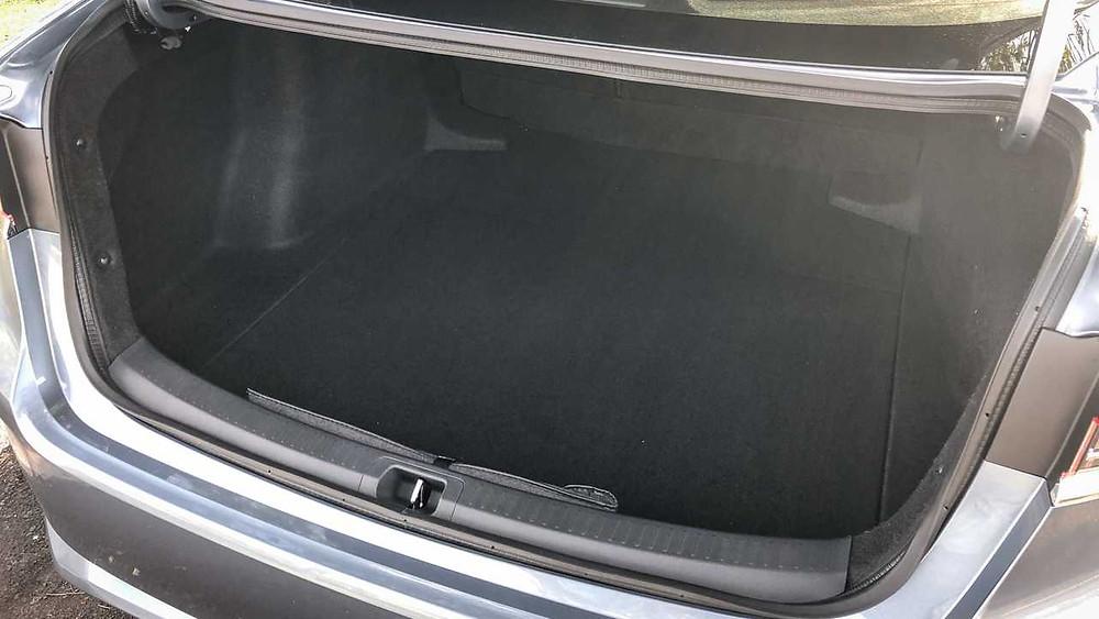 O porta-malas manteve as boas dimensões da versão anterior - a capacidade total é de 470 litros