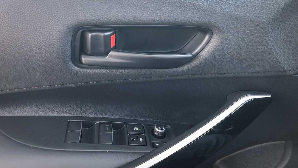 Nas versões de entrada a Toyota peca um pouco no acabamento que ficou simplista demais