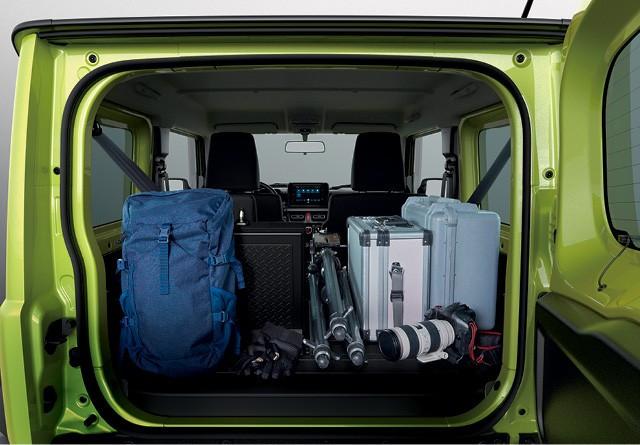 Algumas pessoas tem o hábito de deixar o porta-malas carregado com itens que podem ser úteis no cotidiano