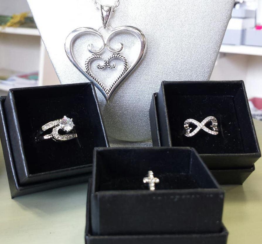 jesses jewelry.JPG