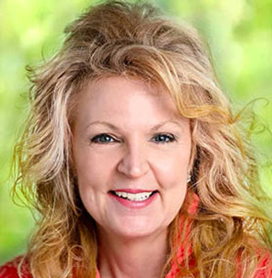 Julie Papievis