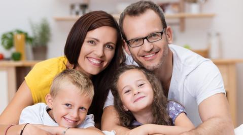 Die Absicherung unserer Familie ist uns sehr wichtig. Die Kinder sollen später die bestmögliche Ausbildung und einen guten Start ins Leben bekommen. Und für uns selbst wollen wir gut vorsorgen, damit wir im Alter genug Rente haben.