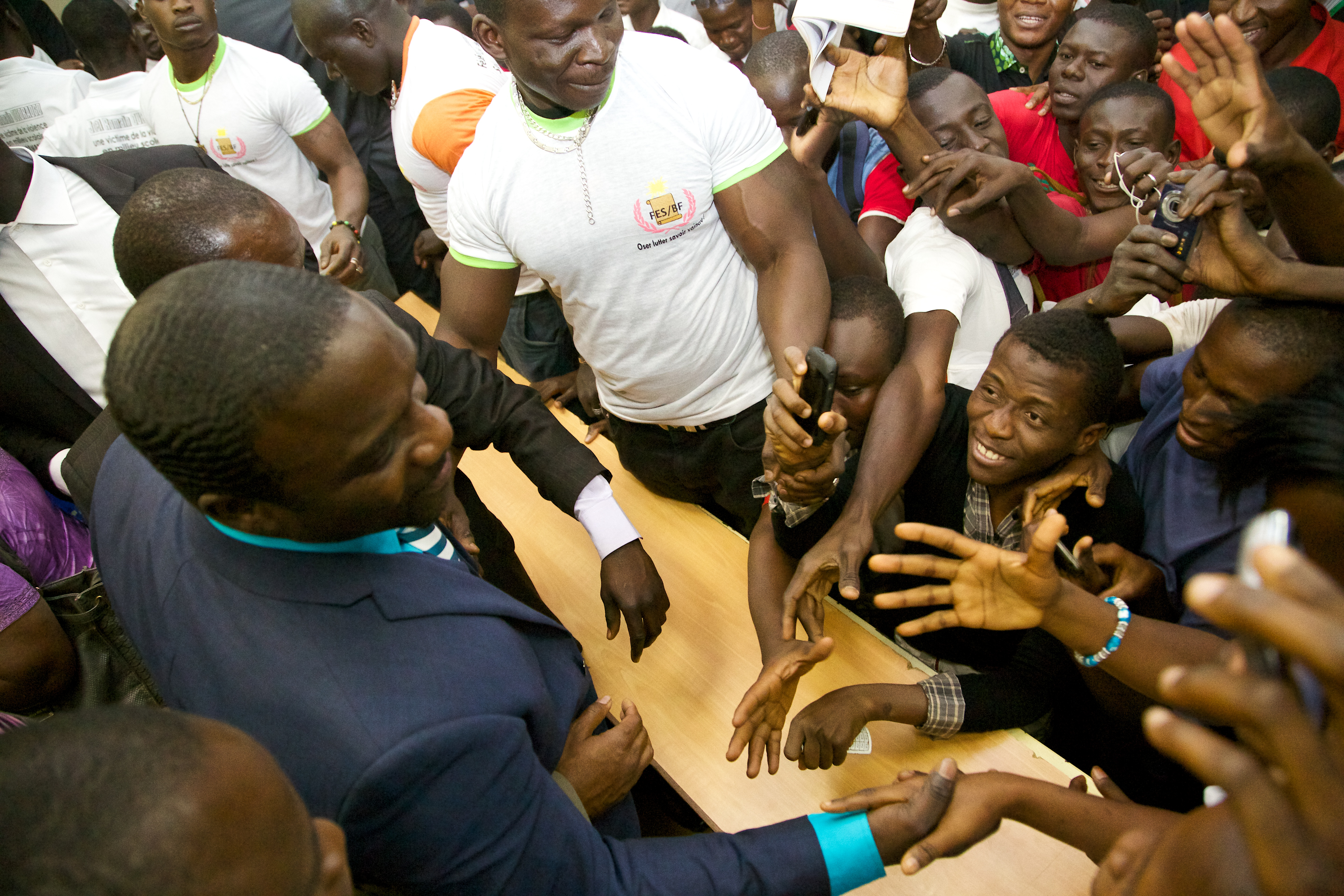 Akon connecting with the students