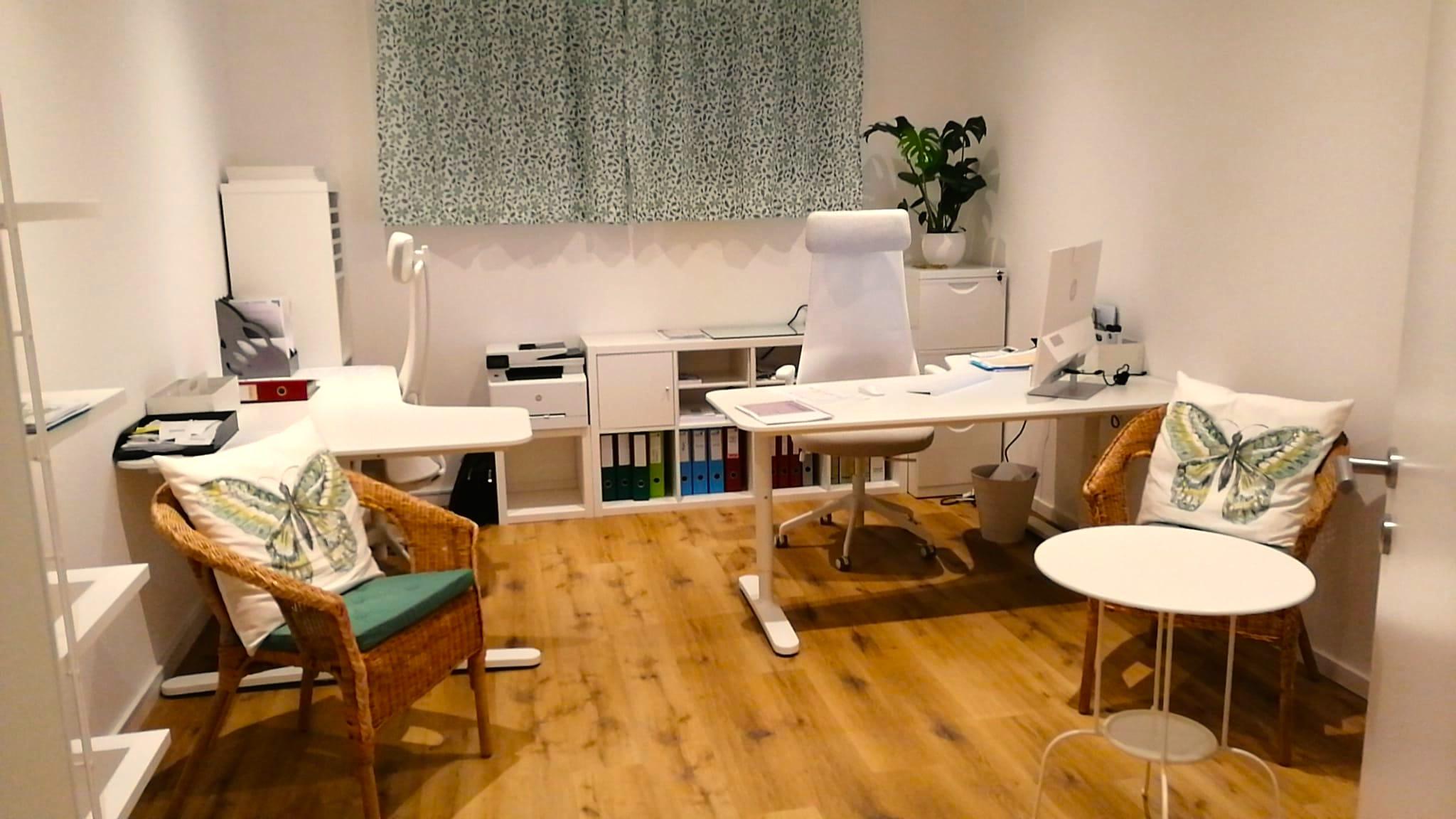 ..e la dir. Nadia. C'è una scrivania in più, per fare i compiti in tranquillità!