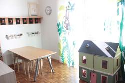 L'atelier dove fare tante attività creative e dove giocare con la casa delle bambole fatta dalla dir