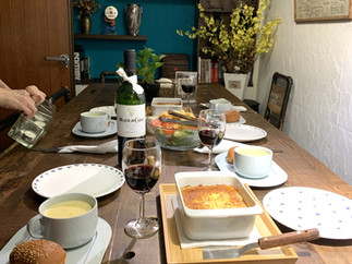 瑪多咖啡坊用餐長桌