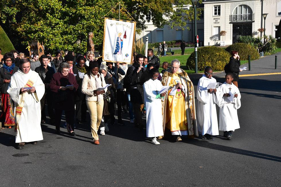 Chelles procession Toussaint.JPG