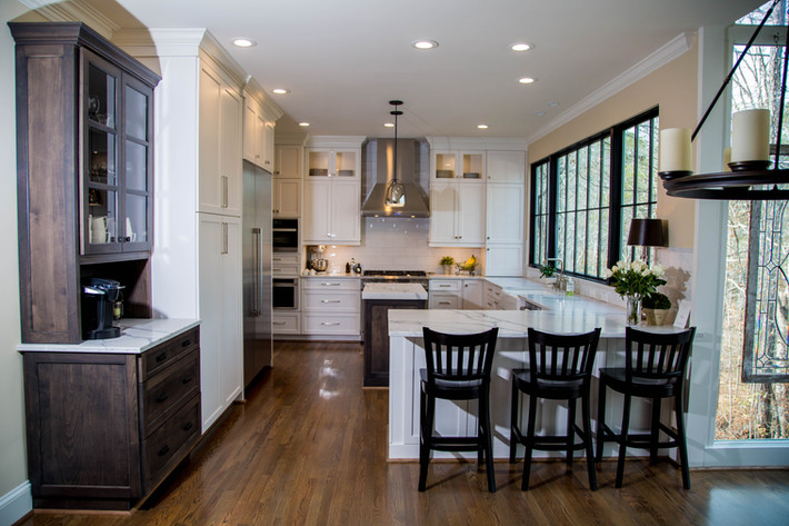 Traditional Kitchen gets upgrade with Modern Touches