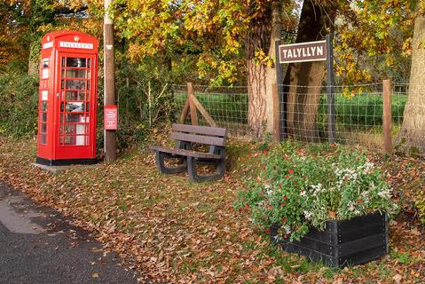 Phone box 1.jpg