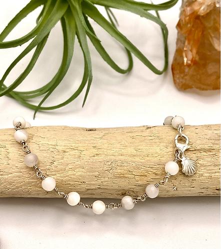 White Lace Agate Shell Charm Bracelet