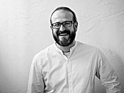 Alberto Martín González, psicólogo social, psicoterapeuta y rsponsable de formación en La Periférica Centro de Psicología y Transformación Social en Aluche (Madrid)