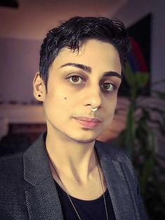 Aredvi-Azad-Headshot.jpeg