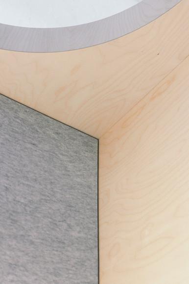 Detail Nitona Lanisor plywood birch and hole