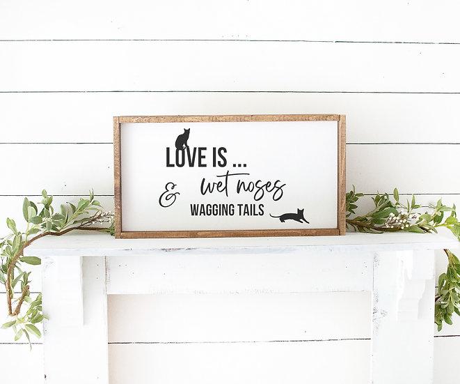 """Holzbild """"LOVE IS ... WET NOSES..."""" mit bis zu 5 Tiersilhouetten"""