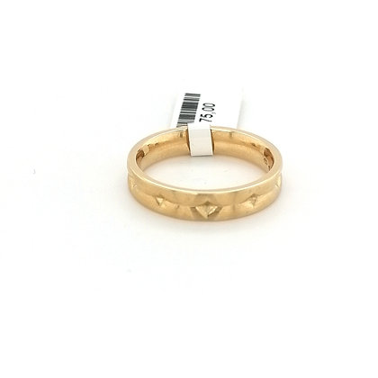 Cardillac ring met golf structuur