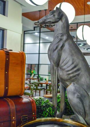Greyhound_Bar_Decor