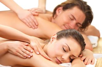Bitten Sie um eine Paarmassage: eine außergewöhnliche und romantische Emotion, um im Wellness & Spa in den Wäldern des Relais Il Termine auf der Insel Elba in der Toskana zu leben. Ein romantisches und unvergessliches Erlebnis