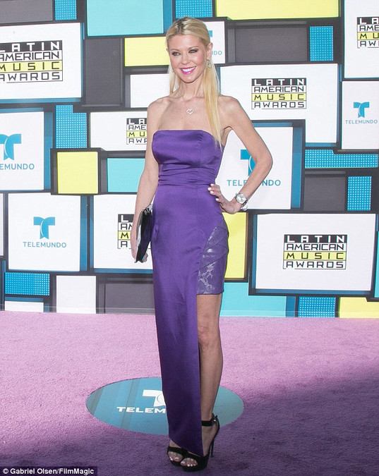 Tara Reid wearing Dana Michele jewelry at the Latin American Music Awards