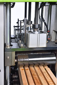 Press roller is controlling by 3sets of cylinder (Apply in MAC-200)