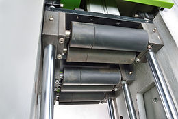 Easily input materials, supplementary feeding material by press roller. (Apply in MAC-200)