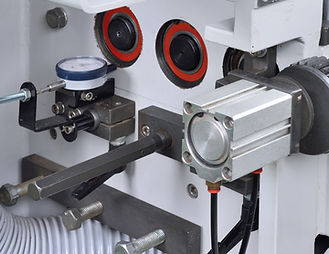 Fine tune the position of multiple guide system by handle.