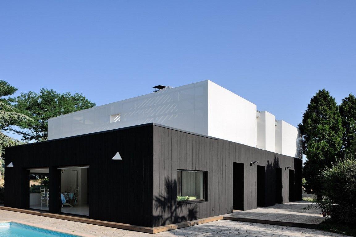 Maison Ossature Bois Suede réalisations en peinture de falun noir mat