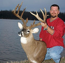 2009 BIG BUCK CONTEST WINNER AT HUNTING EXPO