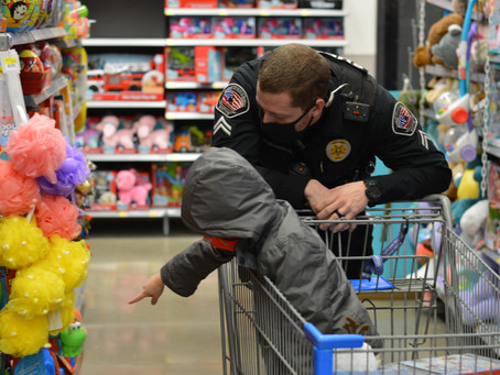 Laramie kids participate in 'Shop With a Cop' program