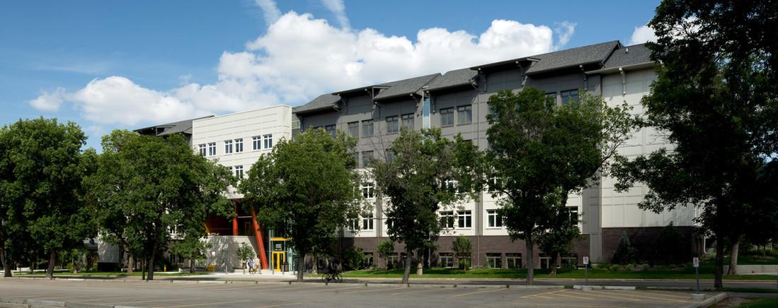 U of A East Campus Village - Nîpisîy House