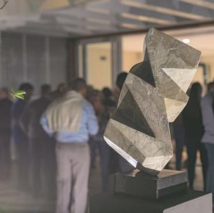 Facetas em mármore corteccia