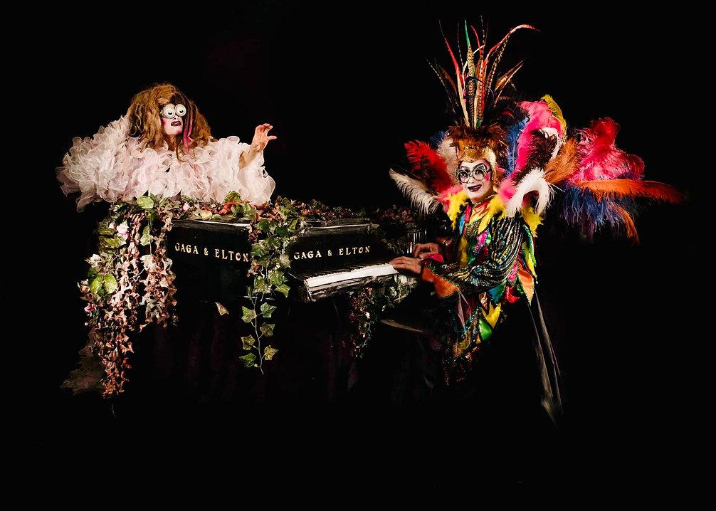 Gaga & Elton Revista Shangay .jpg