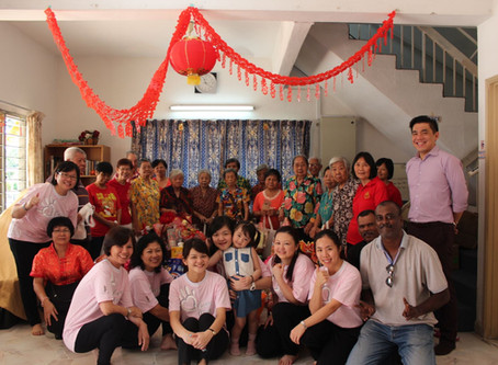 'Lou Sang' Cheer with Elderly