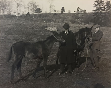 Emery Walker with Aiesha at Daneway, 1927