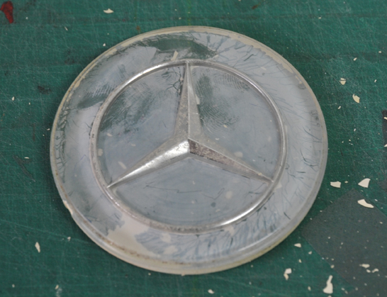 Mercedes-badge-befor