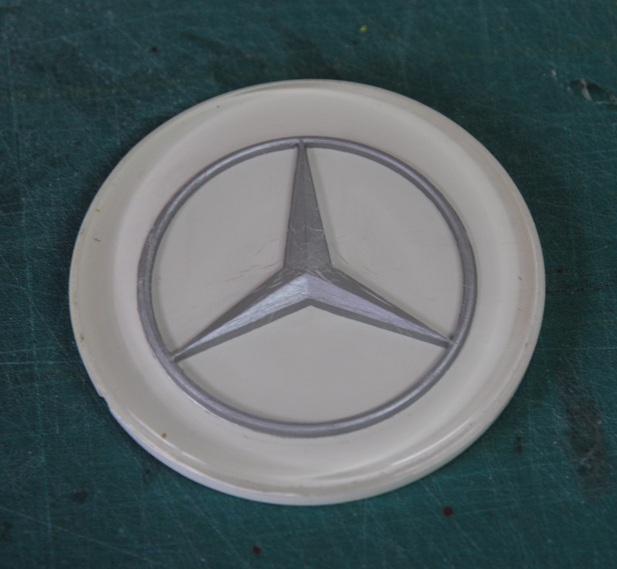 Mercedes-badge-after