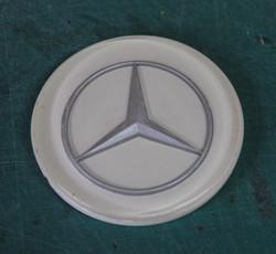 Mercedes-badge-after